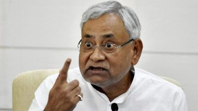 Nitish Kumar meets RJD leader Abdul Bari Siddiqui, stirring up political circles