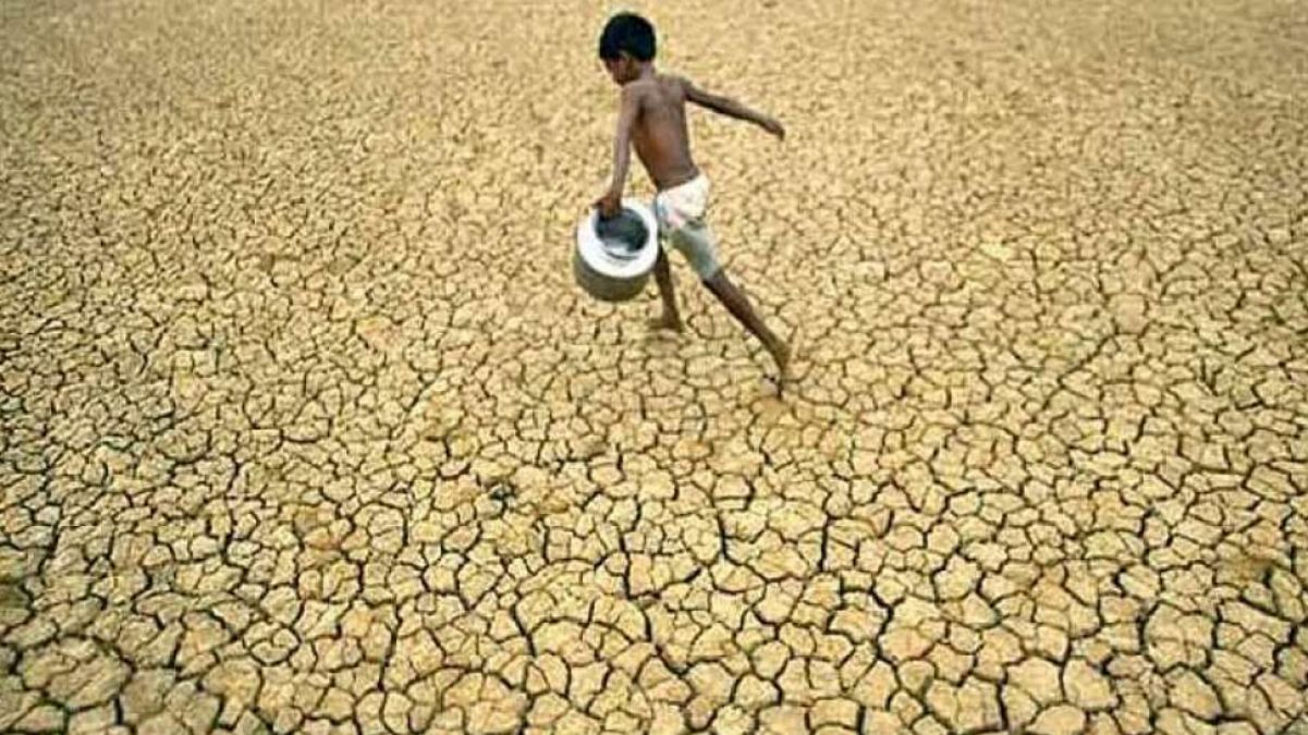 मध्य प्रदेश: बारिश के लिए अनोखा टोटका, बांधे मुखिया के हाथ पैर, महिलाओं ने चलाया हल...