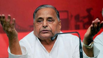 SP upset by defeat in poll, Mulayam again take charge of party