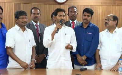 In Andhra Pradesh: Jagan Reddy has made a barrage of gifts to the workers