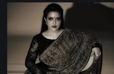 Amruta Fadnavis taunts shiv sena after heavy rains in mumbai, composed Shayari