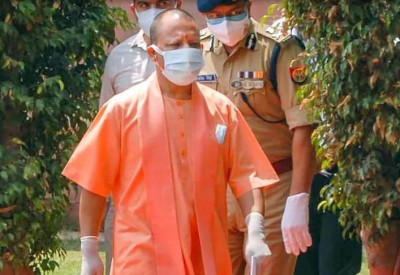 Yogi reached at Home Minister Amit Shah's residence to meet PM Modi