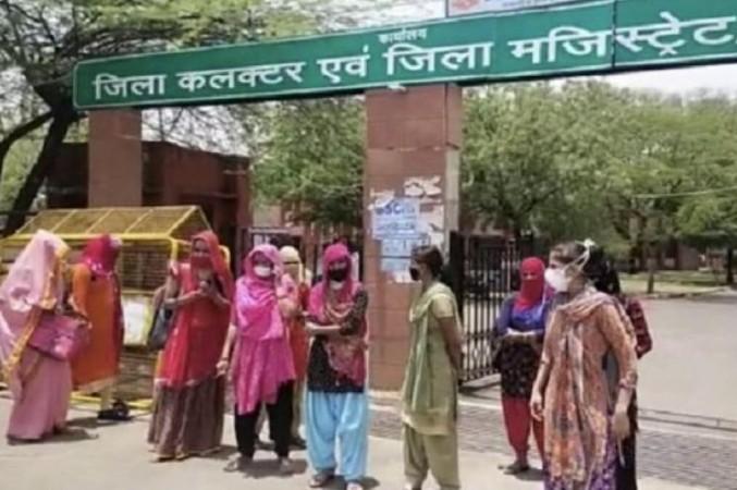 राजस्थान की गहलोत सरकार का कारनामा, एक ही झटके में हज़ारों को किया बेरोज़गार