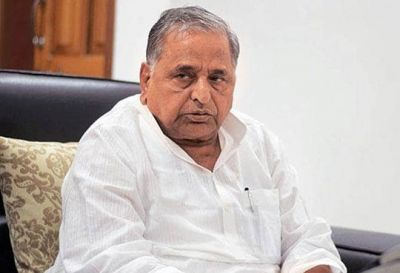 Mulayam Singh Yadav's re-admitted to the hospital