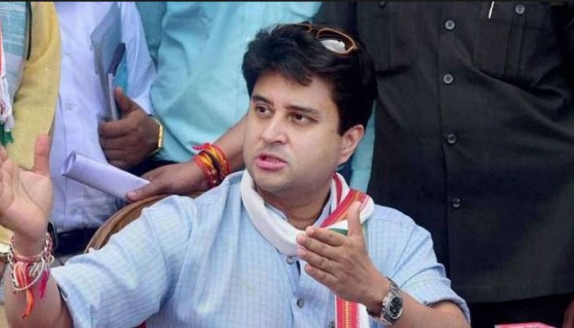 Scindia meets with leaders and party workers in UP, discusses a number of