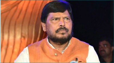 Union Minister Ramdas Athawale advises Congress not to contest separately