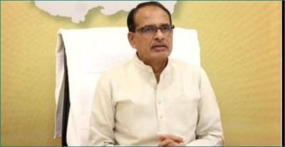 CM Shivraj Singh Chouhan greets Sawan Somar on first day
