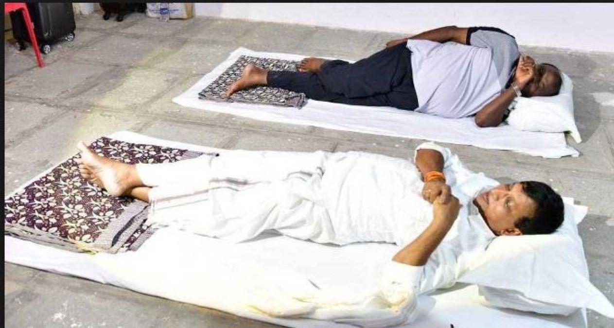 इस वजह से सड़क पर भी सोने को तैयार हैं मुख्यमंत्री कुमारस्वामी