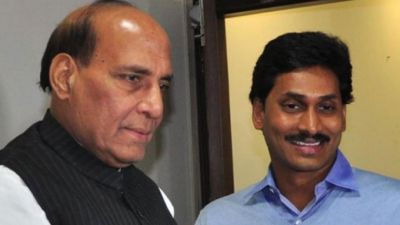 Rajnath Singh meets Jagan Mohan Reddy, reviews infrastructure projects