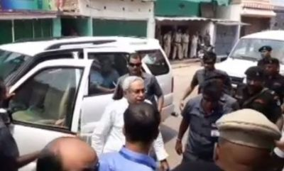 Nitish Kumar reaches late JDU leader Mo. Salaam's residence, paid tribute