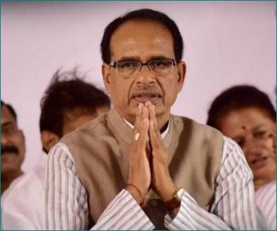 Shivraj Singh Chouhan bows down on birth anniversary of Malharrao Holkar