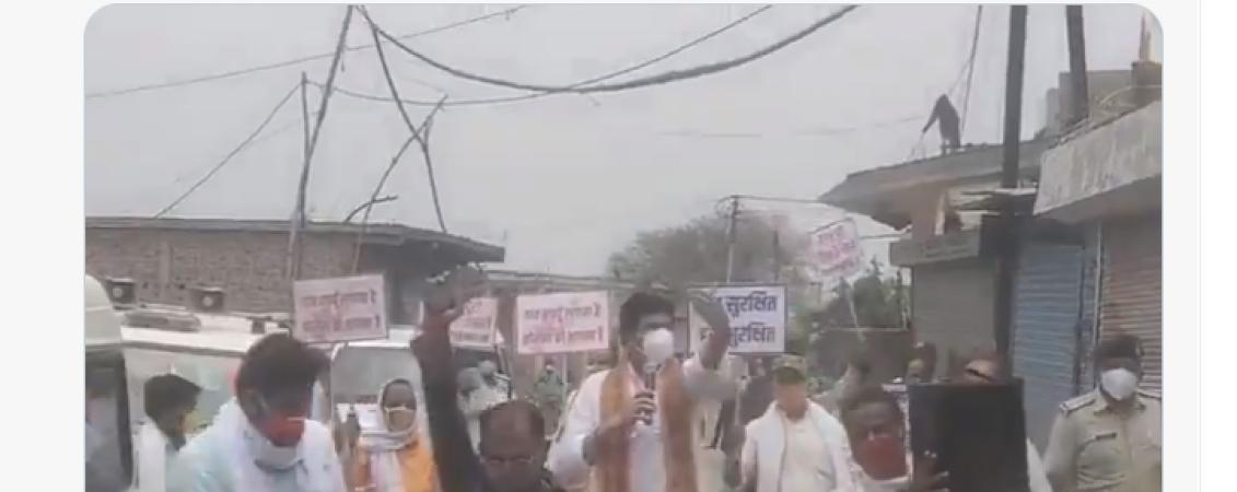 लोगों को जागरूक करने के लिए सड़क पर उतरे परिवहन एवं राजस्व मंत्री श्री गोविन्द सिंह राजपूत