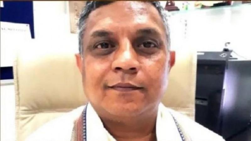 बंगाल: परिवार सहित घर में 'नज़रबंद' हुए वैज्ञानिक गोबर्धन दास, TMC के गुंडों ने फेंके क्रूड बम