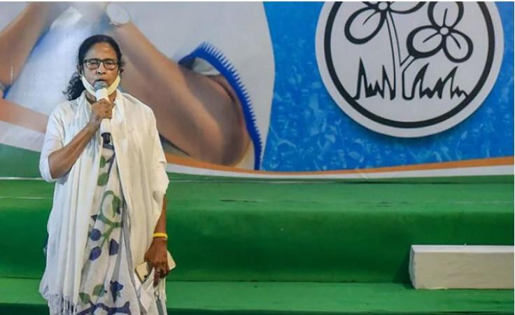 बंगाल में खुनी संघर्ष, भयंकर रक्तपात के बाद ममता बनर्जी ने बुलाई आपात बैठक