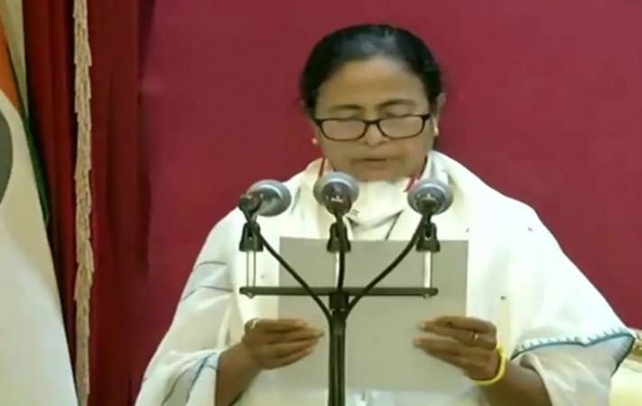 ममता बनर्जी ने तीसरी बार ली CM पद की शपथ, चुनावी हिंसा पर गवर्नर ने दी नसीहत