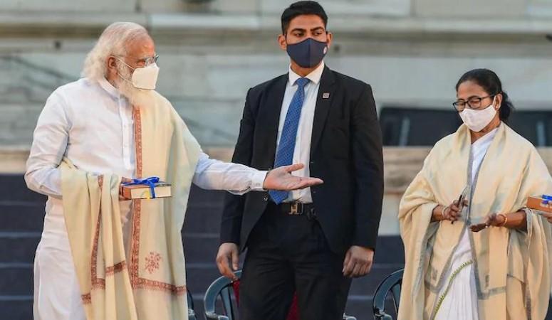 तीसरी बार मुख्यमंत्री पद की शपथ लेने पर दीदी को प्रधानमंत्री मोदी ने कुछ इस तरह दी बधाई