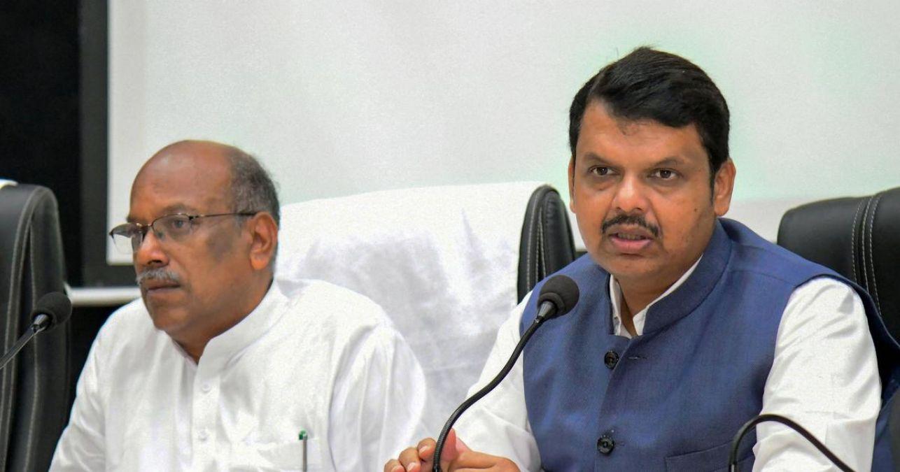 महाराष्ट्र : सीएम देवेंद्र फडणवीस ने दिया इस्तीफा, प्रेस वार्ता जारी