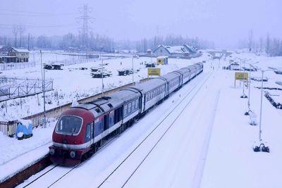 कश्मीर घाटी में आज से बहाल हुई रेल सेवा, तीन महीनों से थी बंद