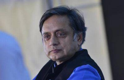 कांग्रेस नेता शशि थरूर ने विदेश जाने की इजाजत मांगने के लिए किया कोर्ट का रूख