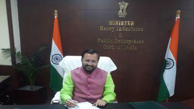 प्रकाश जावडेकर ने संभाला भारी उद्योग मंत्रालय का अतिरिक्त प्रभार, अरविन्द सावंत ने दिया था इस्तीफा