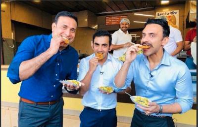 प्रदूषण पर बैठक से नदारद रहे गौतम गंभीर इंदौर में खा रहे जलेबी, आप ने साधा निशाना