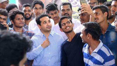महाराष्ट्र चुनाव: भाजपा में शामिल हुए नारायण राणे के पुत्र नितेश, इस सीट से भरेंगे उम्मीदवारी