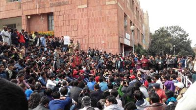 JNU revolt heats up, ABVP-Left clash with each other over Kashmir issue