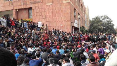 JNU में फिर हुआ बवाल, कश्मीर मुद्दे को लेकर आपस में भिड़े एबीवीपी-लेफ्ट