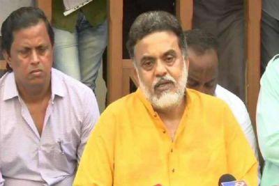 संजय निरुपम ने दिए कांग्रेस छोड़ने के संकेत, कहा - सोनिया गाँधी से जुड़े लोग रच रहे हैं साजिश