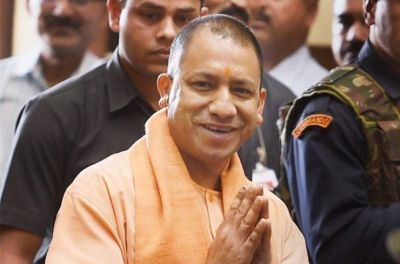 CM Yogi flags off Tejas, will take you from Delhi to Lucknow in just 6 hours!