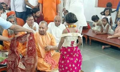 CM Yogi reaches Gorakhnath temple and performs 'Kanya-Pujan'