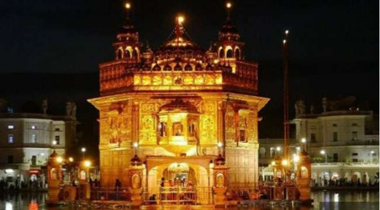 This puja pandal looks exactly like the Golden Temple, Sikh community made serious allegations