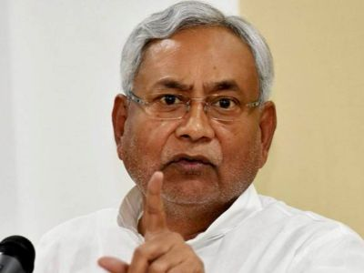 Nitish alone on stage during Dussehra celebrations, speculation intensified