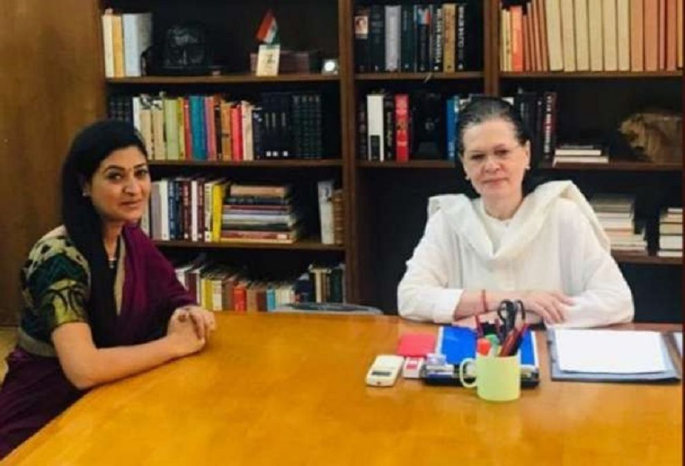 AAP rebel MLA Alka Lamba returns to Congress, said- feeling proud