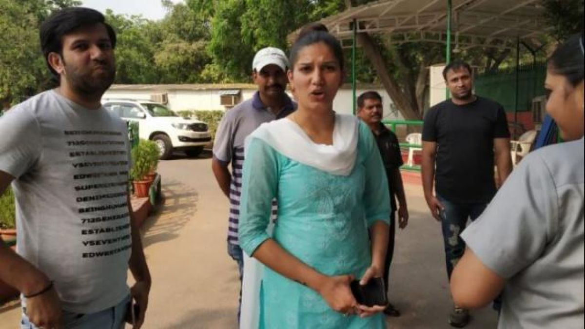 Haryana elections:Sapna Chaudhary embarrasses BJP,  campaigned for rival party candidate