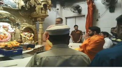 Maharashtra elections: Aditya Thackeray reaches Siddhivinayak temple before casting vote