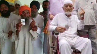 विधानसभा चुनाव: 102 और 106 साल के बुजुर्गों ने डाला वोट, पेश की मिसाल
