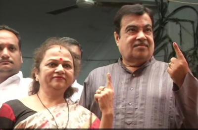 महाराष्ट्र विधानसभा में चुनाव जारी, नितिन गडकरी और संघ प्रमुख ने डाला वोट