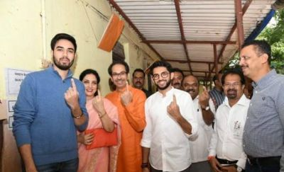 Maharashtra Voting 2019: Thackeray family and Smriti Irani cast vote, voting continues on 288 seats