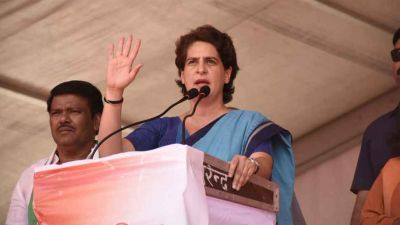Priyanka Vadra engaged in strengthening Congress in UP, tomorrow may be a big decision