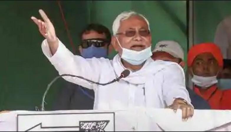 बिहार चुनाव: चुनावी रैली में बोले नितीश- मुझे सत्ता से हटाना चाहते हैं शराब माफिया