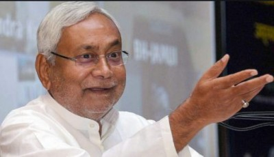 Nitish attacks opposition in Madhubani, says The era of lantern is over, now everyone is using electricity