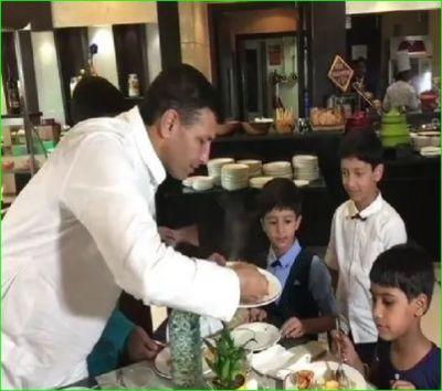 गरीब बच्चों को लेकर 5 स्टार होटल में खाना खिलाकर इस मंत्री ने मनाई दिवाली