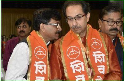 शिवसेना ने साधा BJP पर निशाना, कहा- 'महाराष्ट्र में किसी दुष्यंत के पिता जेल में नहीं हैं..'