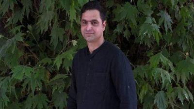 दिल्ली एयरपोर्ट पर रोके जाने के बाद कश्मीरी पत्रकार ने कहा - ये मेरी आज़ादी पर हमला