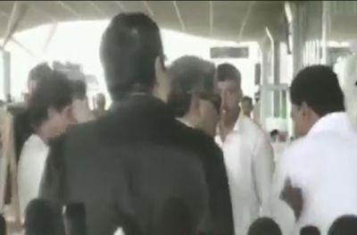 VIDEO : कांग्रेस के इस दिग्गज नेता की शर्मनाक हरकत, सरेआम अपने सहयोगी को जड़ा थप्पड़