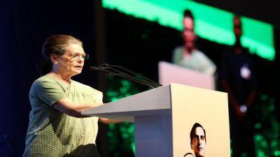 कांग्रेस नेताओं को सोनिया गाँधी का सख्त मैसेज, कहा- बेवजह की बयानबाज़ी से बचें