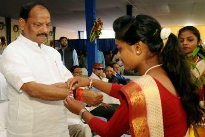 Jharkhand: 7 lakh women tied rakhi to CM Raghubar Das