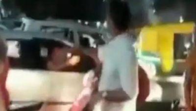 VIDEO : ट्रैफिक पुलिसकर्मी बने कमलनाथ के मंत्री, सड़क पर उतरकर खुलवाया जाम