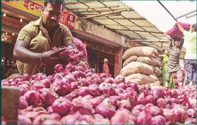 Farmers, businessmen unhappy with govt's decision of ban on onion export